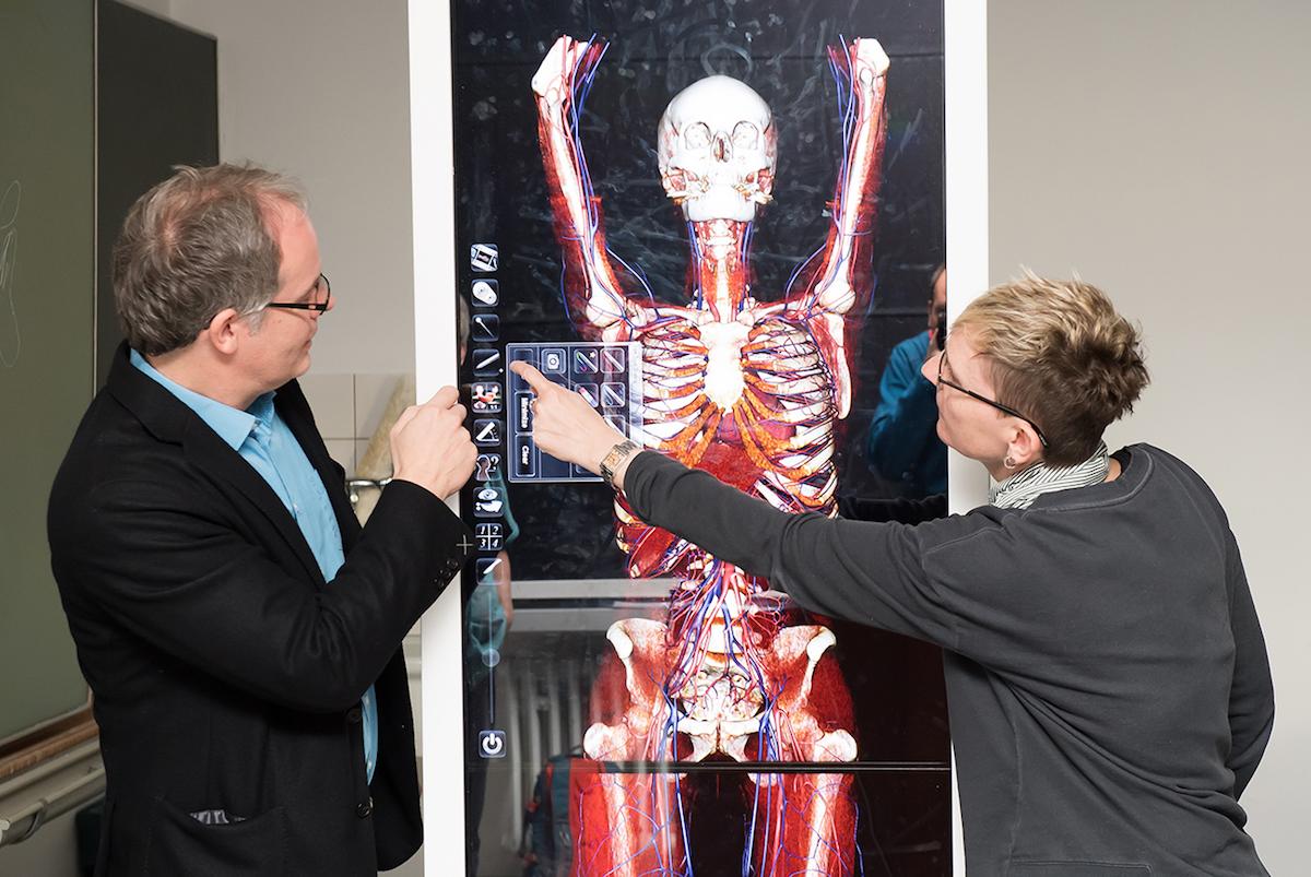 Anatomie in 3D: Virtuelle Seziertische unterstützen die Lehr...